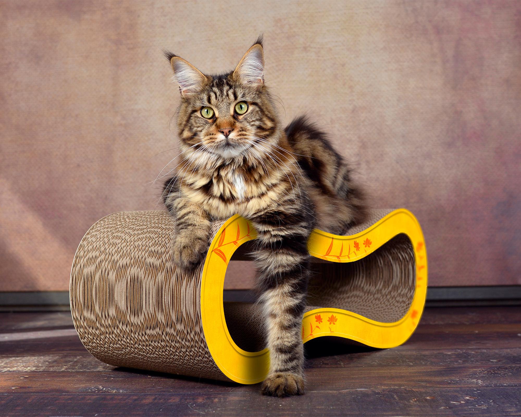 Griffoir pour chats design en couleur jaune-fleurs oranges