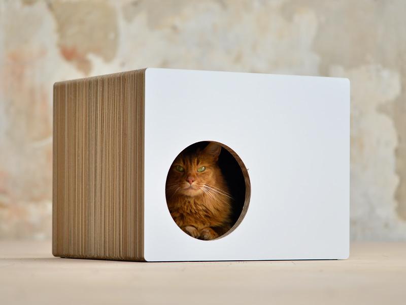 Maison en carton pour chats Phredia Eckhaus | griffoir design et tendance pour chats