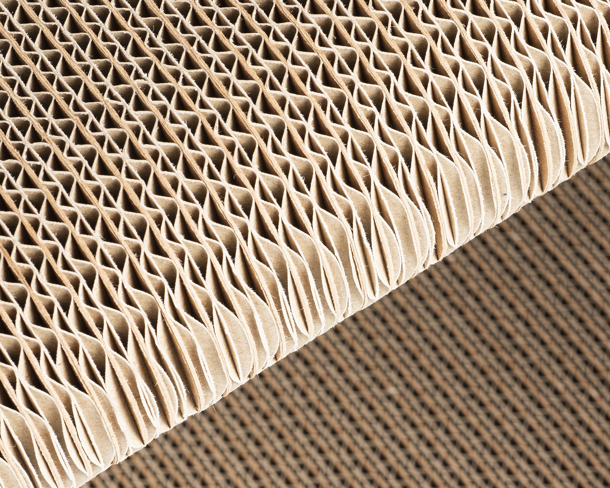 Meubles à gratter de haute qualité en carton ondulé robuste certifié FSC avec de longues fibres de bois frais